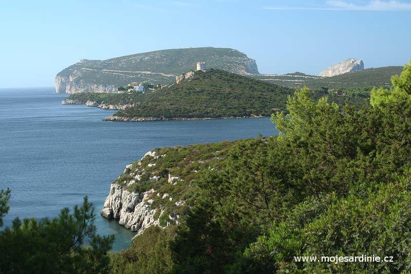 Pohled na mys Caccia z pevniny, Alghero - Sardinie