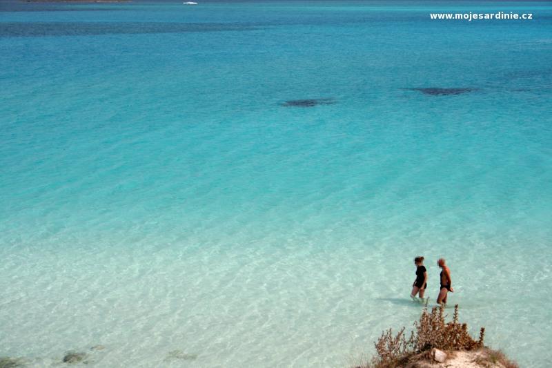 Krásná bílá pláž La Pelosa - severozápad Sardinie