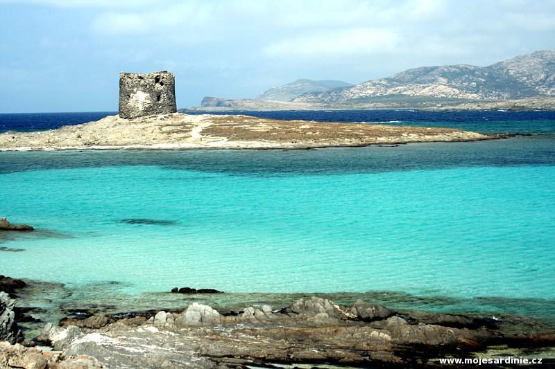 Torre Pelosa - ostrůvek s věží - severozápad Sardinie